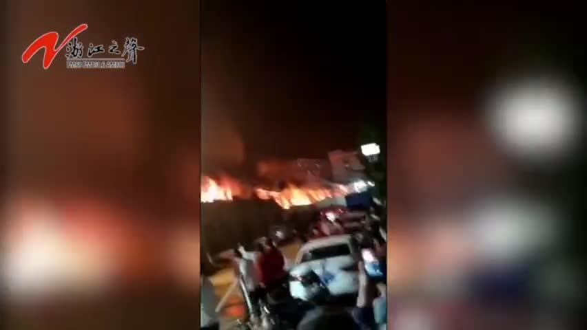 视频-浙江意尔康公司仓库突发大火 8万双皮鞋被烧