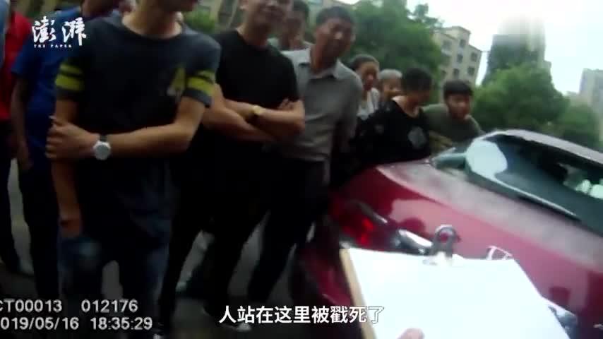 视频:熊孩子高空抛钢管 楼底汽车无辜被砸穿