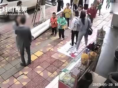 视频-520当天男子被女友狂扇52个耳光 警方:俩人闹矛盾