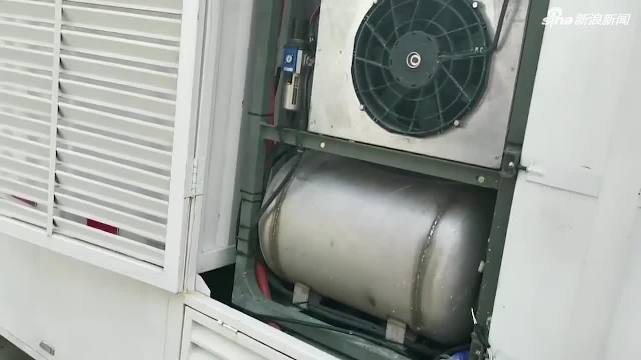 """视频:庞青年现场介绍""""水制氢""""汽车"""