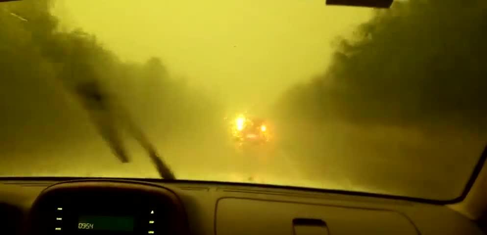 视频-北京强降雨 房山已天黑如夜
