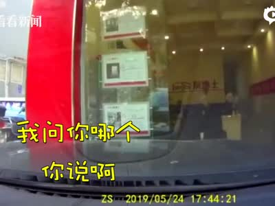 眼看轿车撞店铺丈夫五连吼刹车 女司机:哪个?