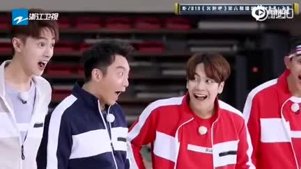 """視頻:鄭愷化身第二個""""洪荒少女"""" 模仿傅園慧表情包逗趣搞笑"""