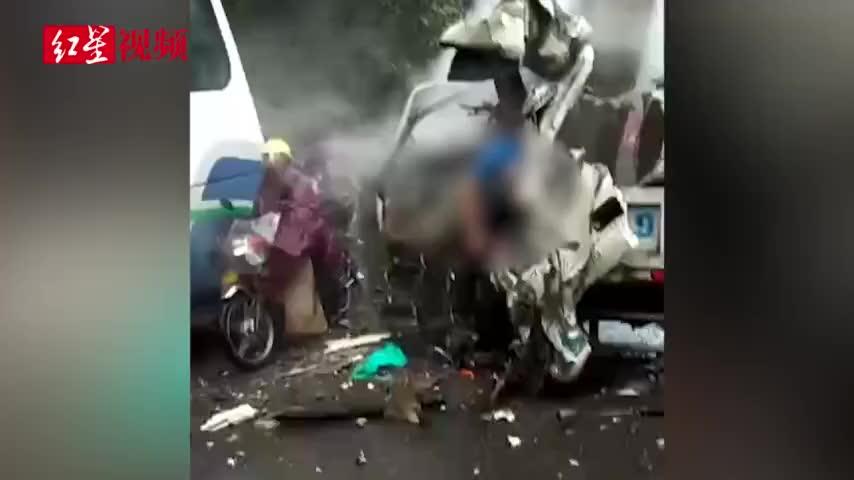 视频-突发!四川宜宾:一客车与小货车相撞致1死1