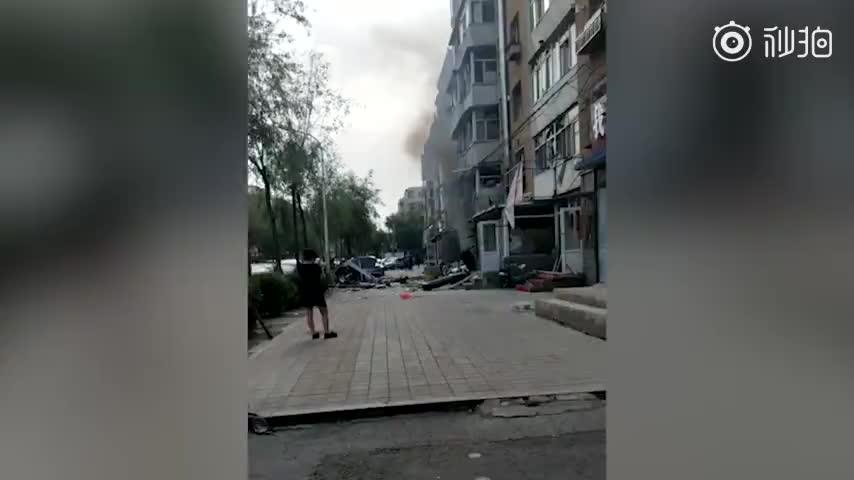 视频:长春小吃店疑似发生煤气罐爆炸事故 多人受伤