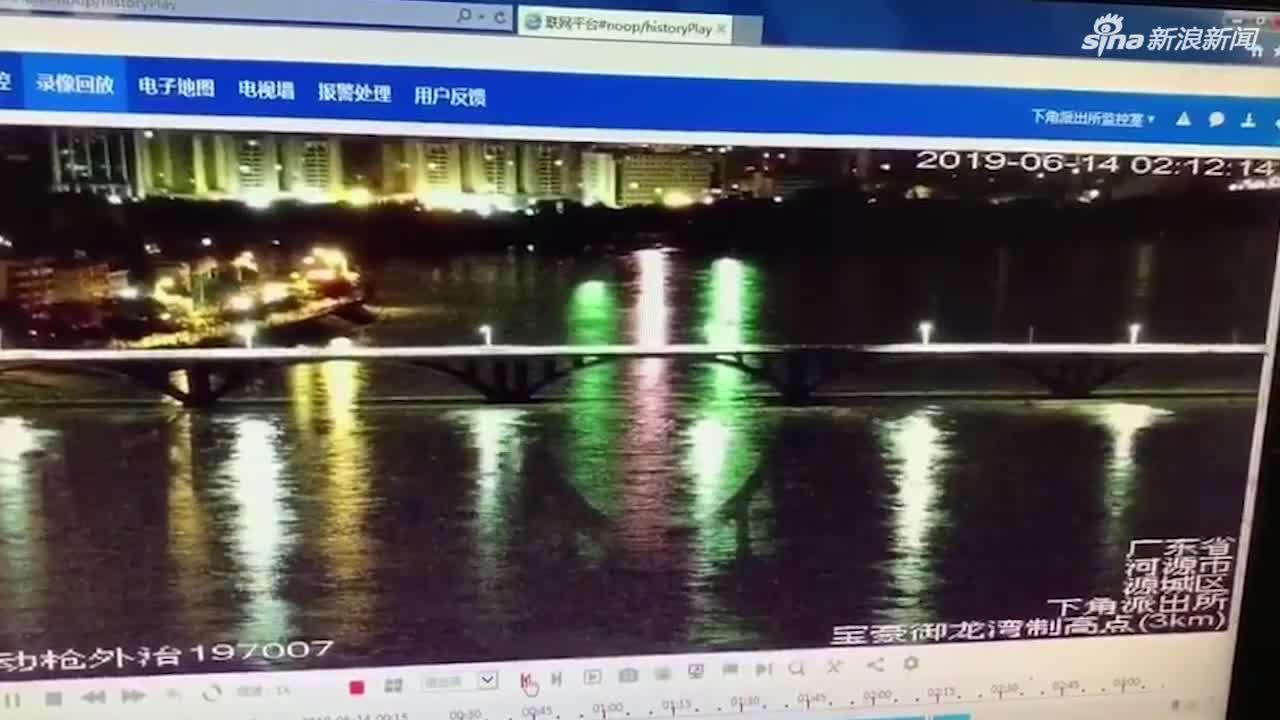 视频-广东河源东江大桥中间2孔垮塌 2辆小汽车落