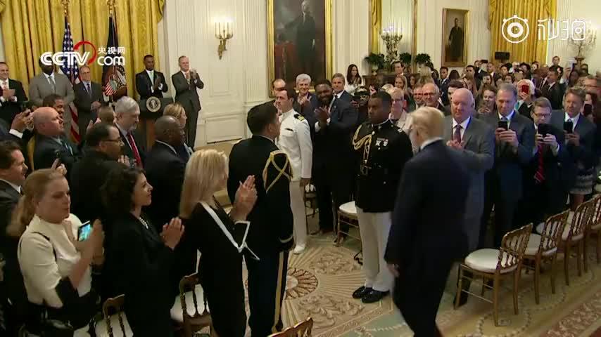 视频 白宫发言人桑德斯将离职 特朗普:我正劝她选