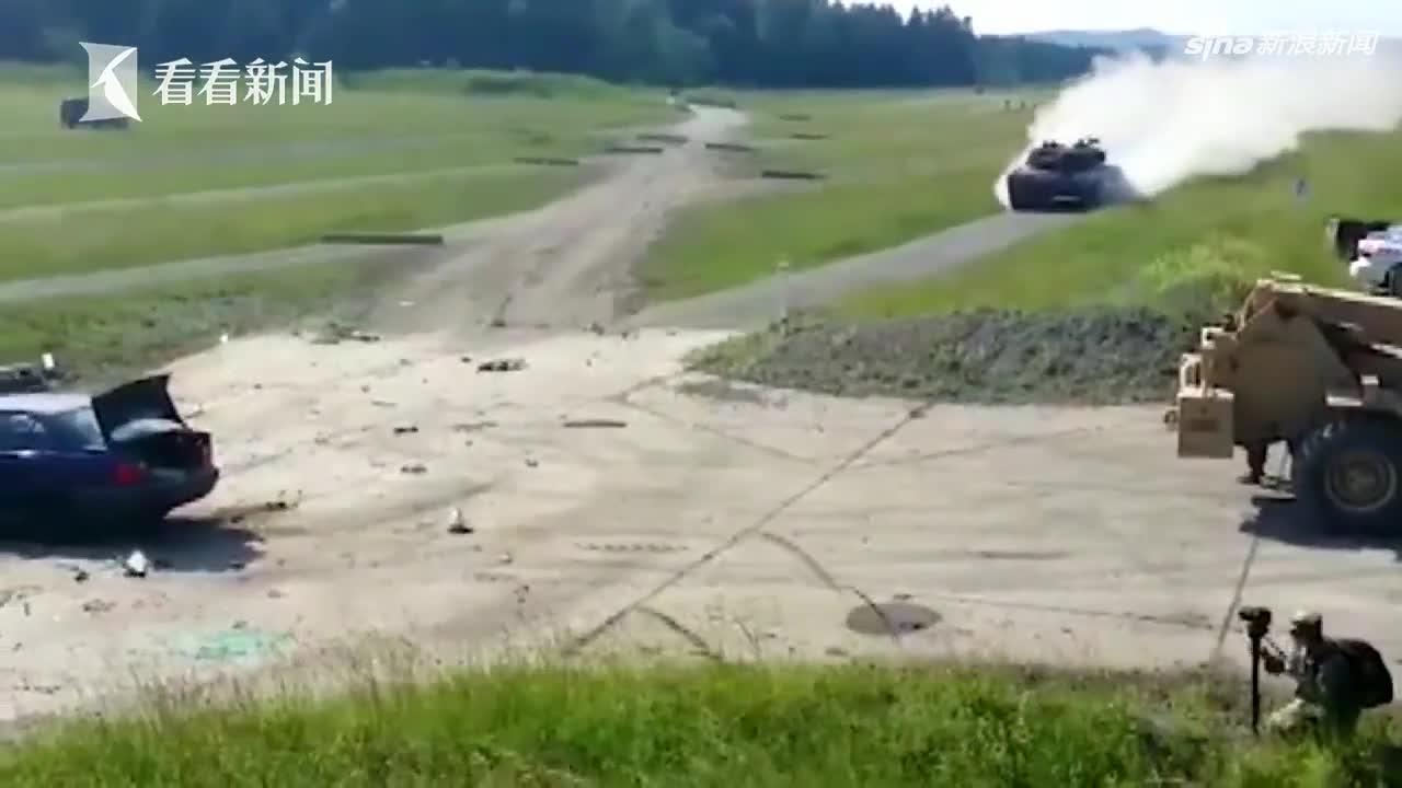 视频 德国宝马车遭德国坦克高速精准碾压 瞬间变碎