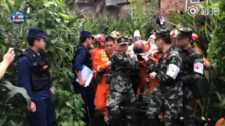 视频:震后被困8个多小时一家三口今早获救 孩子已