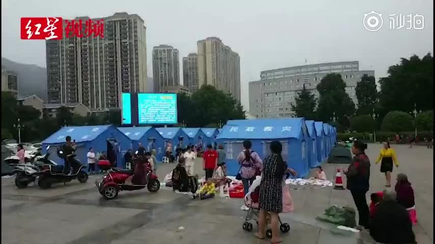 视频-四川珙县群众室外度过无眠夜 心有余悸之后为