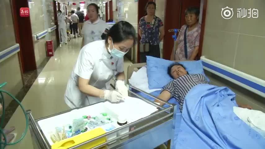 视频|四川宜宾地震 护士谈到家人泪崩:忽略了他们