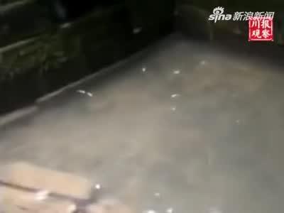 视频:好消息!四川地震中受损的葡萄井又开始蓄水了