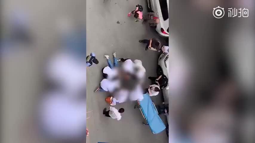 视频|南京10岁女童被高空坠物砸中重伤 警方:系