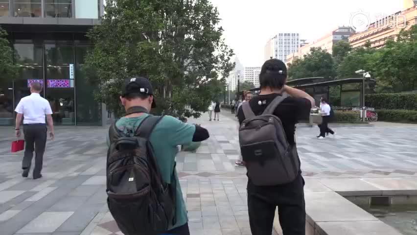 """视频-大量""""00后""""网红到杭州蹭流量:想靠网红致"""