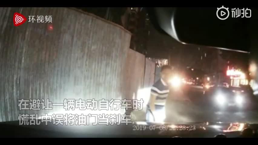 视频-新手女司机连撞5辆摩托 丈夫绝望6连喊刹车