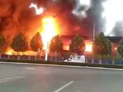 焦作一皮革厂失火 火势凶猛 面积约500平米