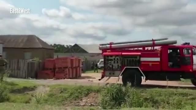 视频:俄罗斯一飞机撞进民宅厨房 造成3名居民受伤