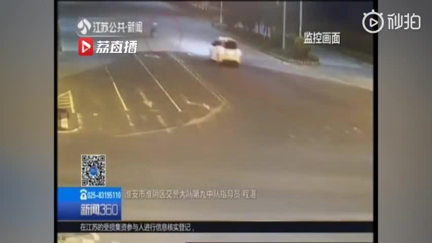 视频:太危险!13岁哥哥骑电动车载8岁弟弟 横穿
