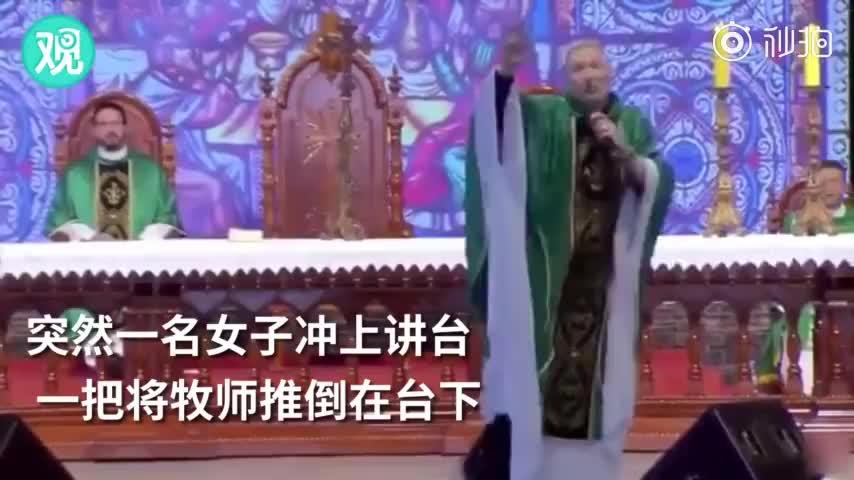 """视频-牧师说""""胖女人上不了天堂""""当场被胖子推倒?"""