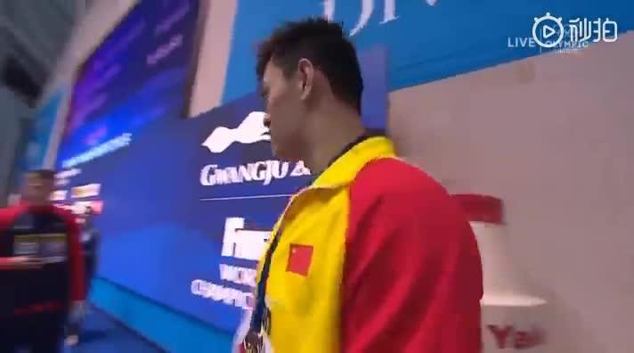 视频 英国选手斯科特拒绝和孙杨合影 孙杨霸气回应