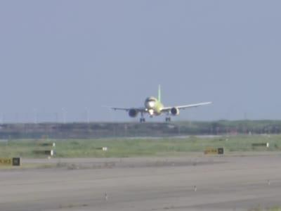 C919第4架试飞飞机成功完成首次试验飞行