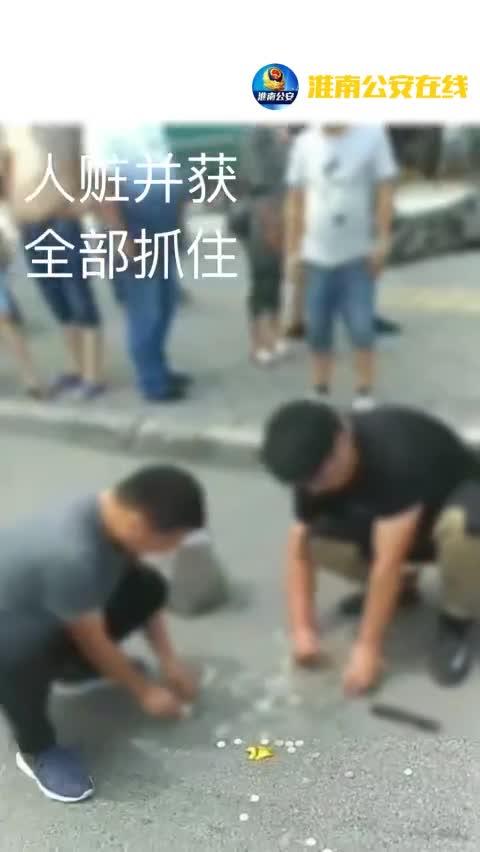视频|嫌疑人逃跑时模仿电视剧当街撒钱 想引起混乱