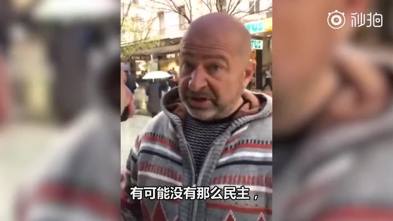 """视频:澳洲阿德莱德一老外怒怼""""港独"""" 对方无奈抢"""
