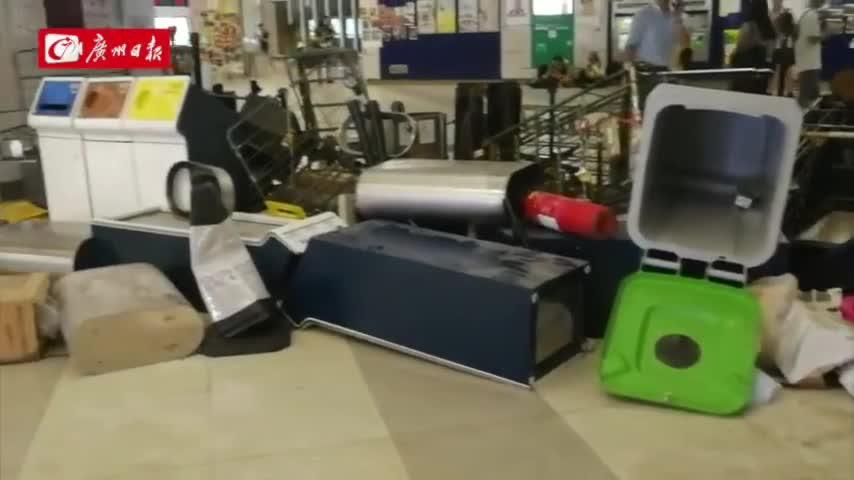 现场视频-香港地铁元朗站:暴徒又闹事 拆垃圾筒堵