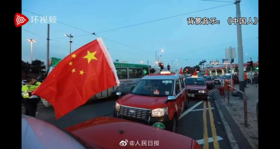香港街头逾500出租车悬挂国旗 呼吁社会反对暴力