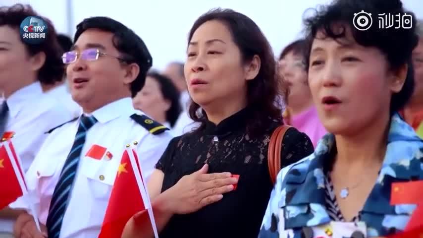 视频|这一幕让人热血沸腾!天安门广场数万人表白祖