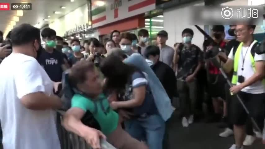 视频:香港淘大商场内爱国快闪活动后 落单老弱遭暴