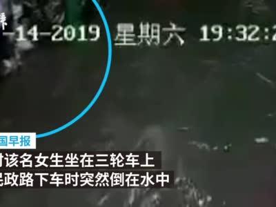 视频-广西暴雨 女孩倒在水中男子去拉双双身亡