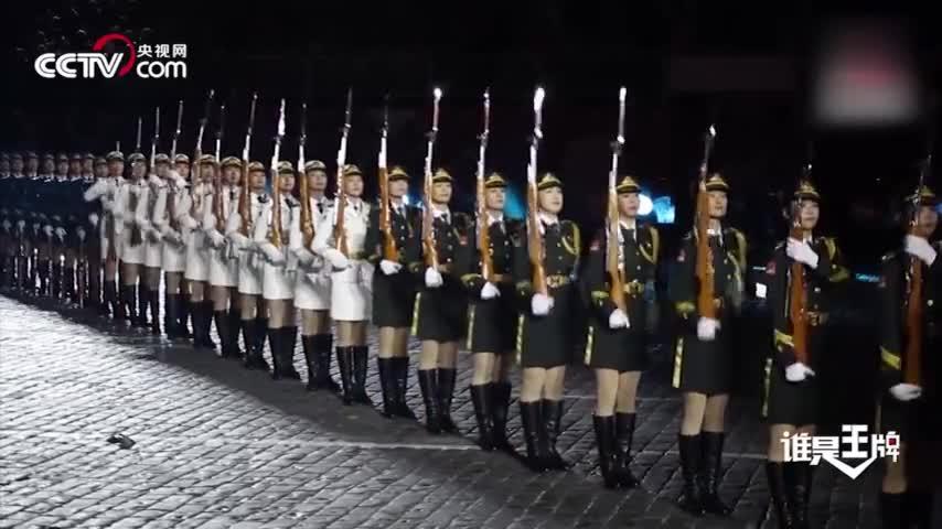 """视频-解放军仪仗队女兵海外表演 """"枪操""""一亮全场"""