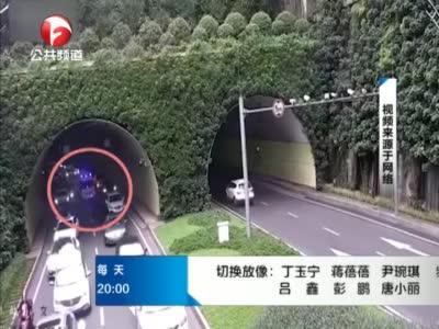 《夜线60分》四川:救护车过隧道遇堵车  私家车拉链式让行让出生命通道