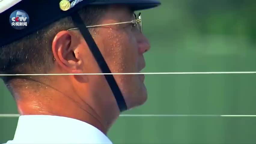 视频:探访阅兵训练|战士昆虫爬脸纹丝不动