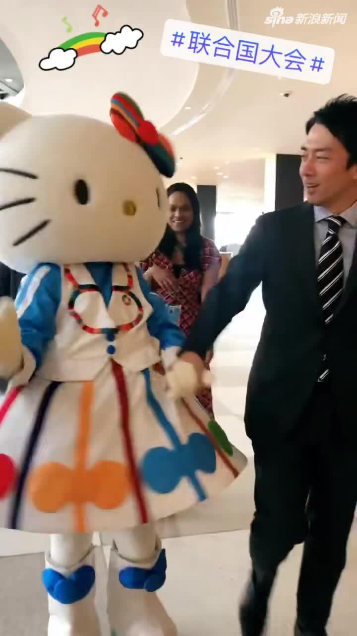 视频:日本新任环境大臣带着Hello Kitty