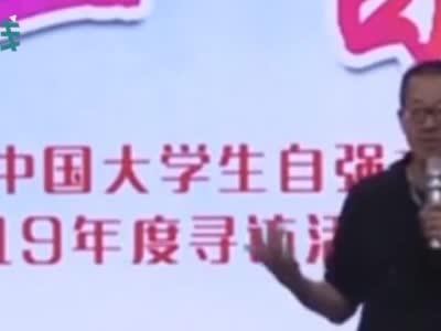 武大开学典礼新生冲上台演讲被劝离 称想要个机会