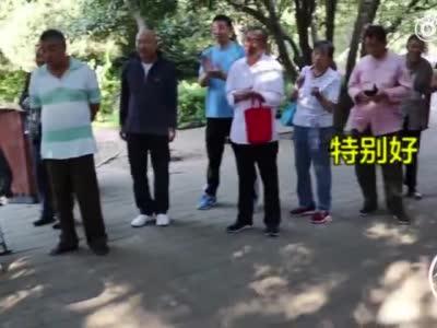 """架子鼓版《我和我的祖国》,郑州这位70岁老杜成""""架子鼓""""达人"""