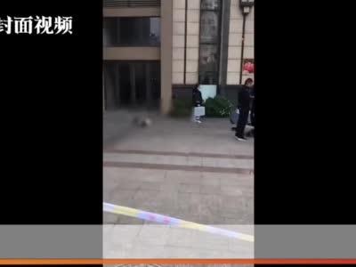四川彭山一小区内女子坠楼身亡 警方已展开调查