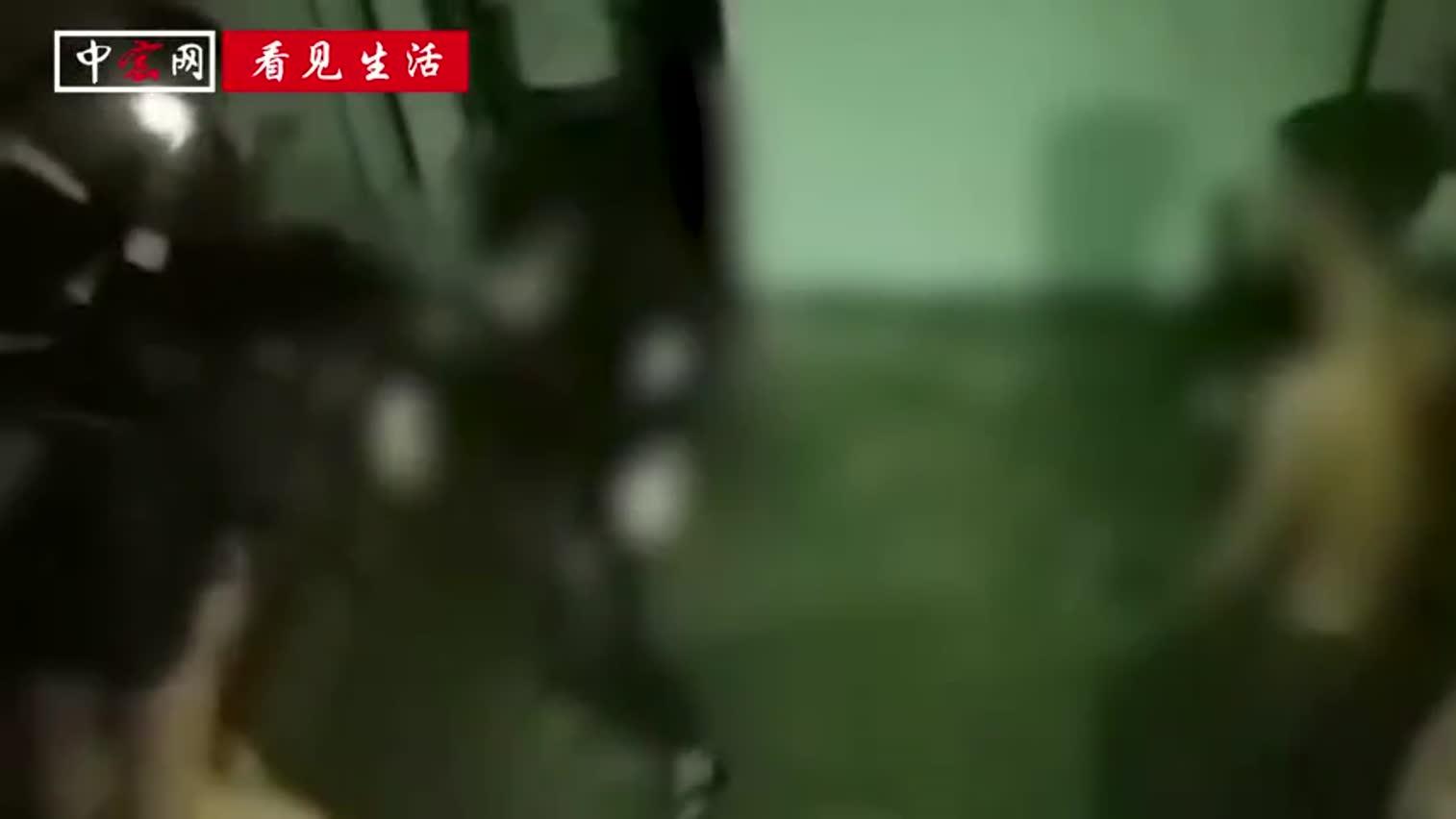 视频|广东一中学生凌晨遭同学殴打2小时 父亲看到