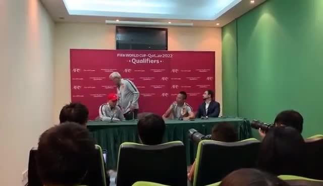 视频:里皮辞职现场视频 未等翻译结束直接离开