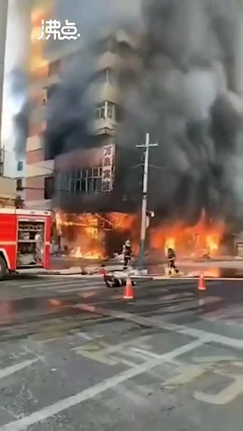 视频-蚌埠铁道大酒店附近突发大火 现场发生多次爆