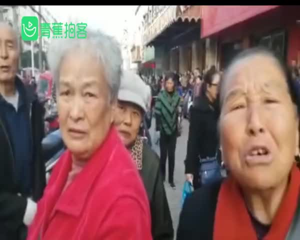视频-安徽蚌埠一门面房起火 已致5死3伤