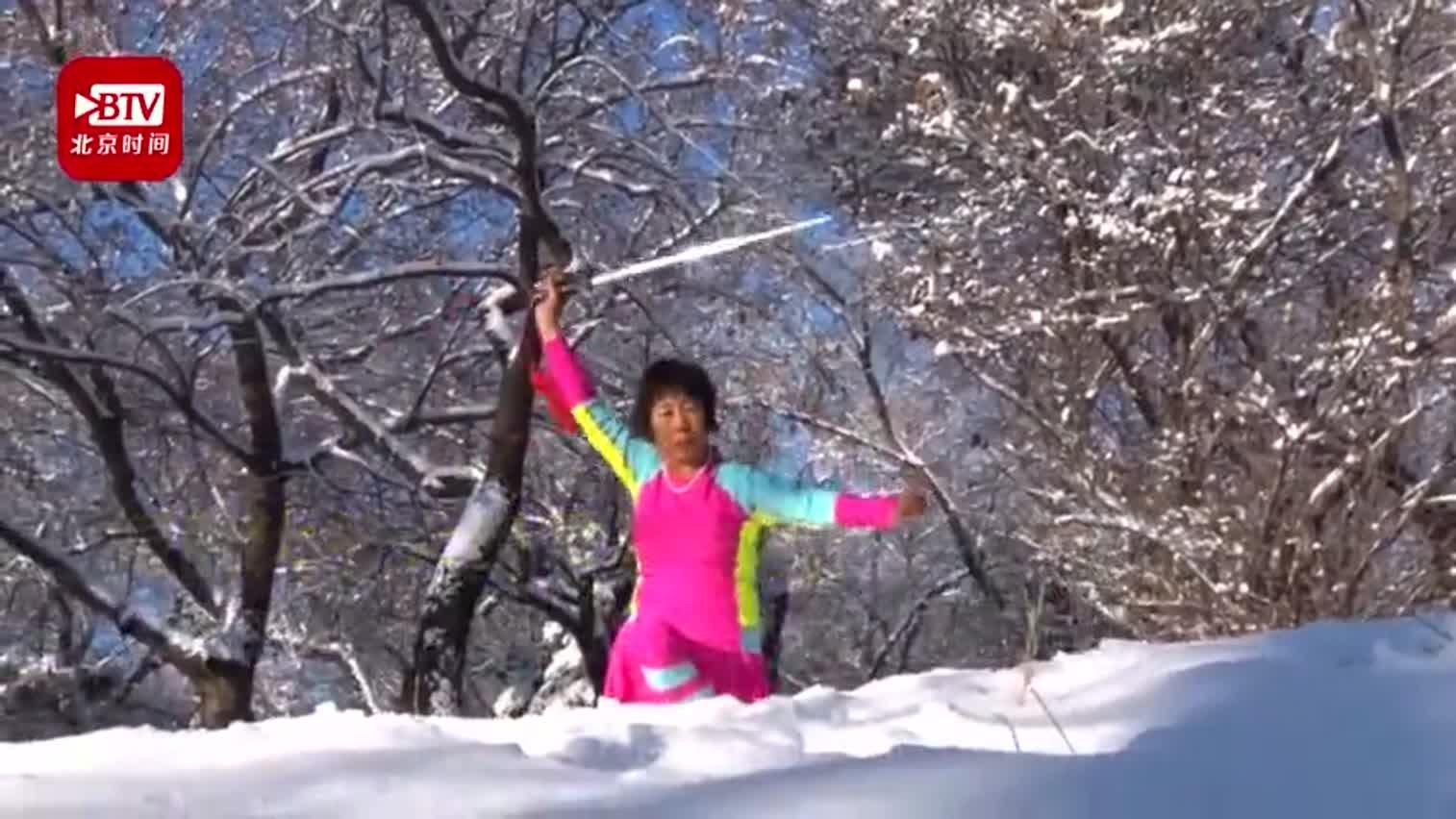 视频-东北大爷大妈穿泳装玩雪 惊呆路人:这些伙伴