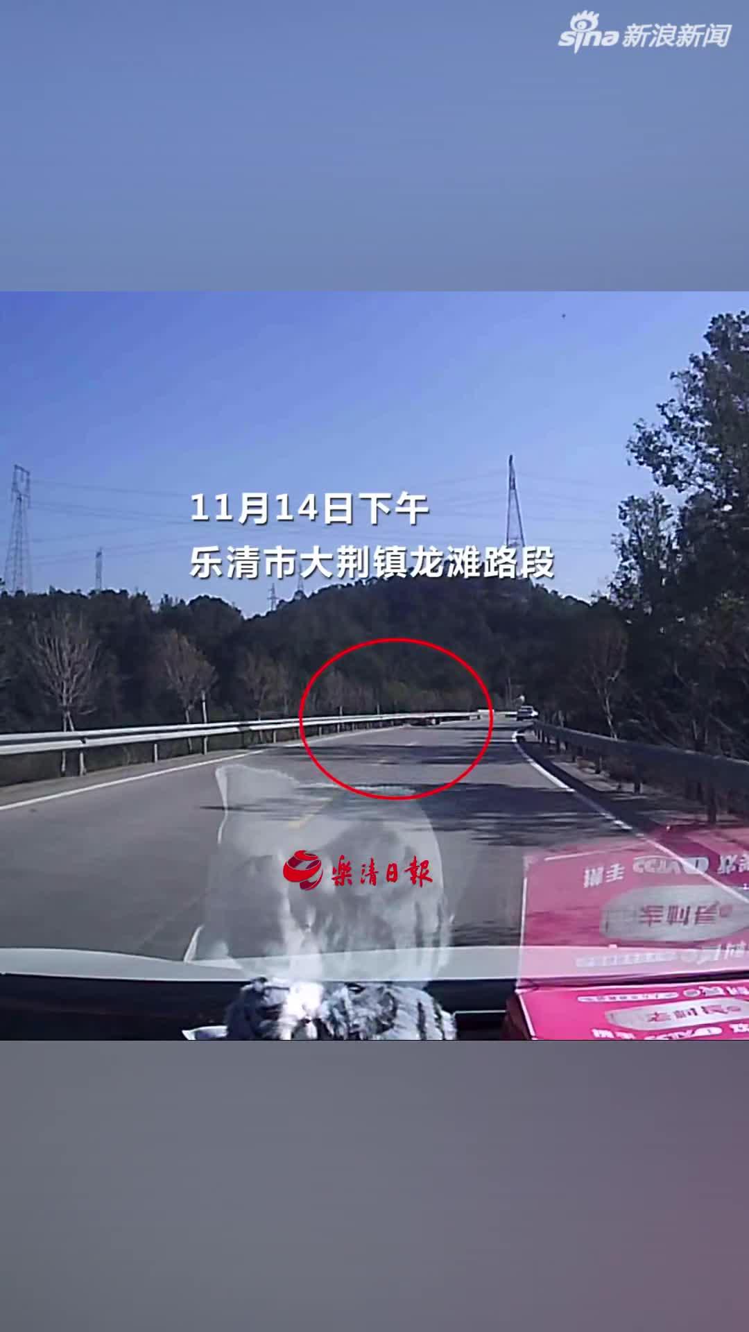 视频|好心小伙扶倒地老人被碰瓷 好在有行车记录仪