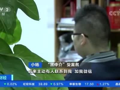 香港警务处处长邓炳强率团观看天安门广场升旗