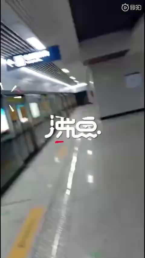 武汉地铁乘客大年夜幅削减 市平易近发同伙圈:只剩我和乘务员2小我