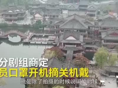 """邻桌斗殴英男子淡定吃薯条""""围观""""网友评论亮了"""