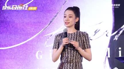 视频:吉娜首次挑战纯演奏MV 夫妻俩四手联弹默契满分